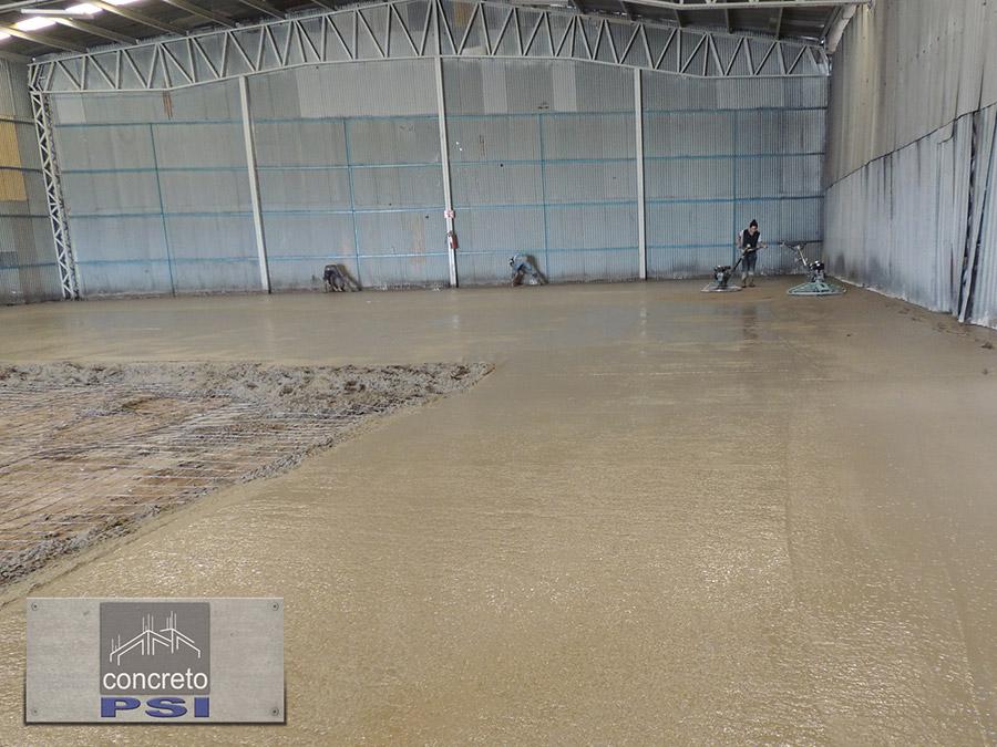 piso de concreto en fábrica